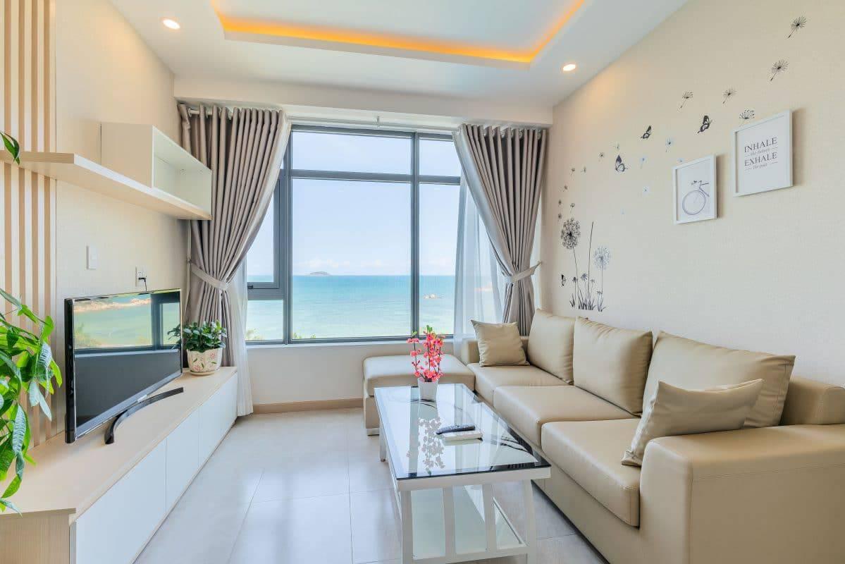 Phòng khách căn hộ view biển của Nha Trang Vip