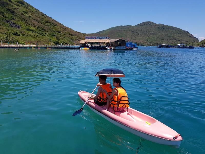 Chèo thuyền Kayak tại đảo Robinson