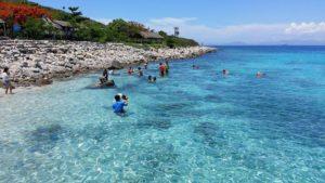 Tắm biển tại đảo hòn mun