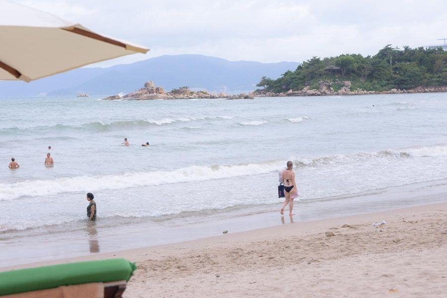 Bãi biển Hòn Chồng Nha Trang 2