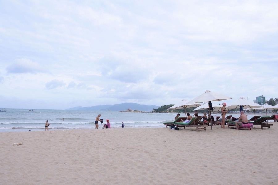 Tắm biển bãi dài Nha Trang